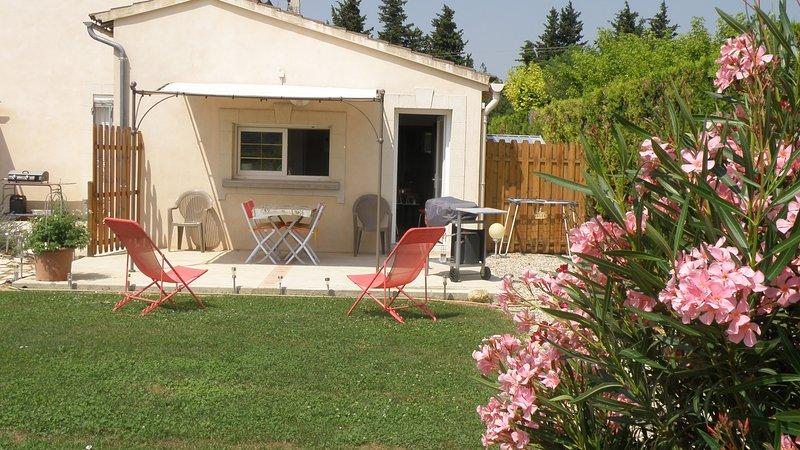 STUDIO FACE AU GEANT DE PROVENCE, aluguéis de temporada em Camaret-sur-Aigues