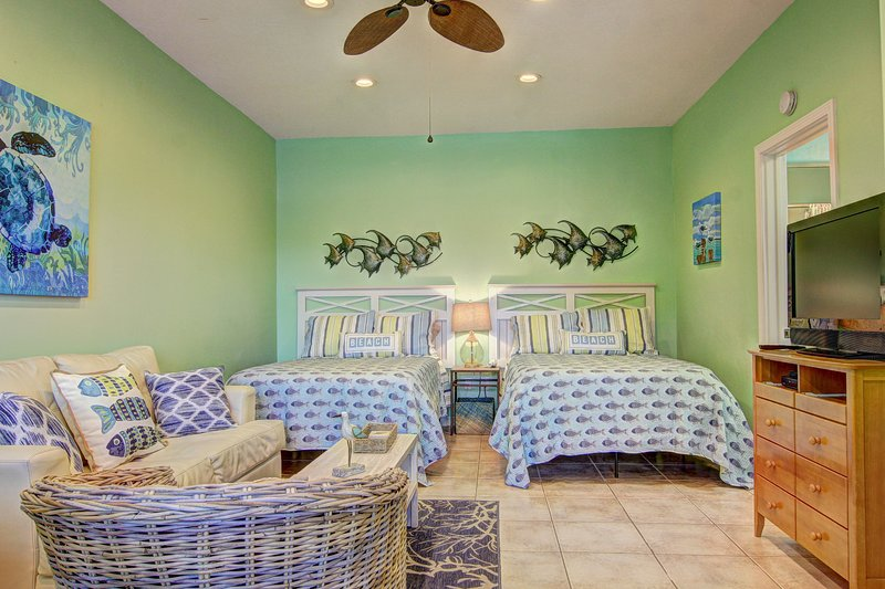 Sweet Escape at Island Retreat! Adorable studio unit with boardwalk to the beach, location de vacances à Port Aransas