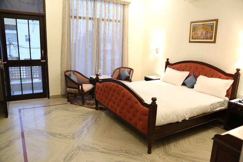 Harnawa Haveli Luxury Room with Balcony, holiday rental in Jaipur District