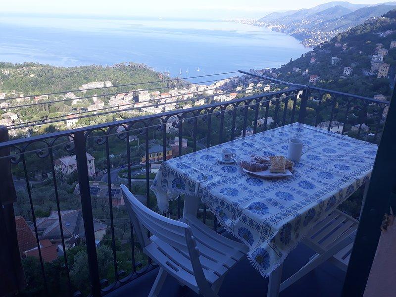 Frühstück auf dem Balkon