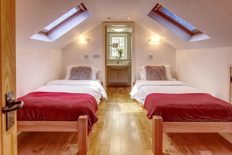 Bonito y cómodo primero piso de la sala, doble con cuarto de baño nuevo