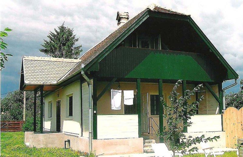 Vrijstaand huis rustig gelegen, holiday rental in Covasna