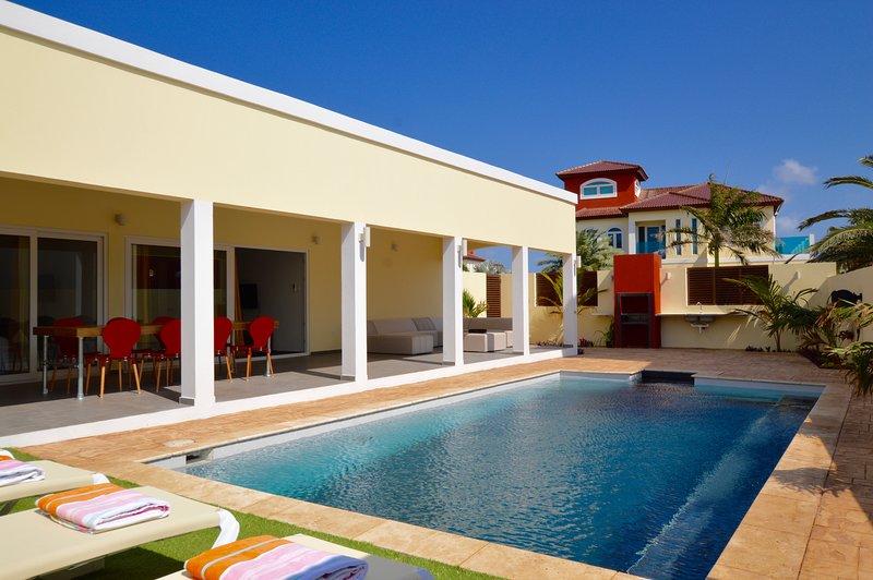 Merlot Villas Aruba Modern Deluxe Four Bedroom Villa Pool In Palm Beach