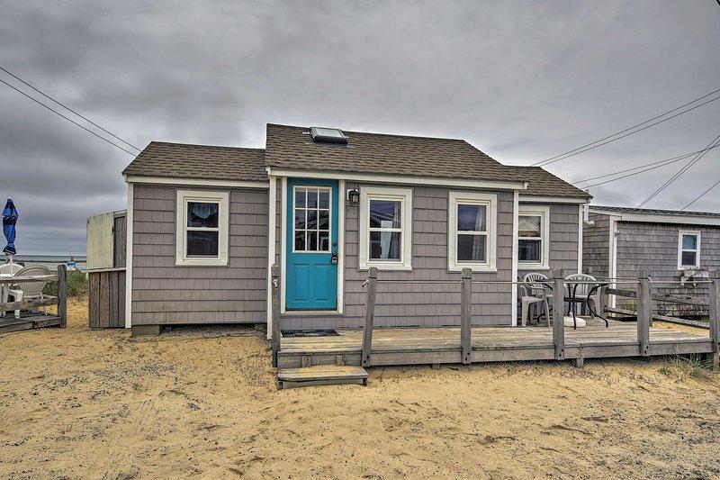 Buchen Sie Ihren Cape Cod Wochenende direkt am Wasser an diesem Dennis Port Hütte.