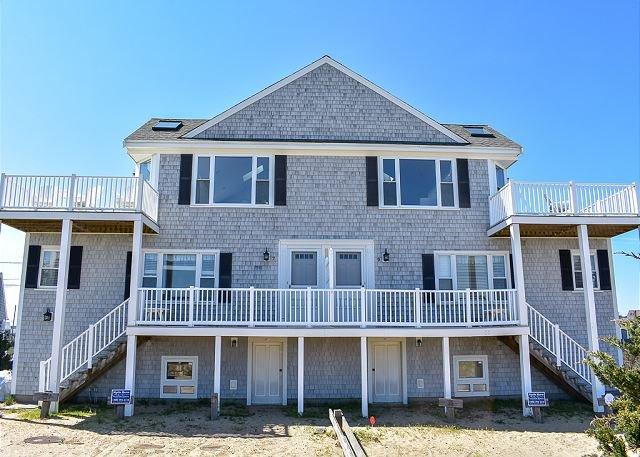 Amazing views sleeping 14!  6 bedroom duplex steps to South Village beach, vacation rental in West Dennis
