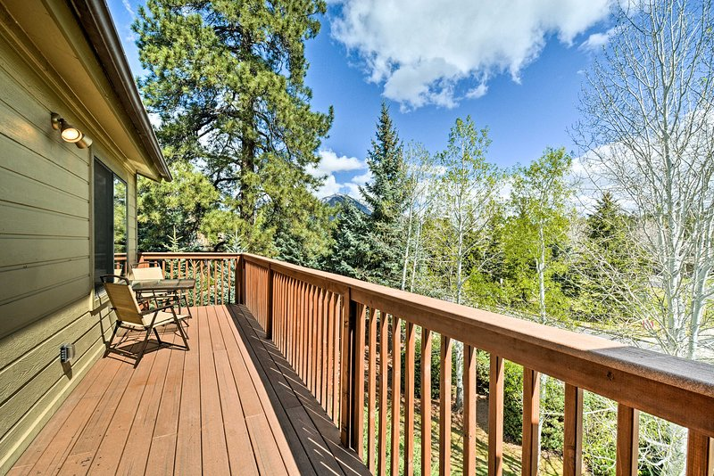Breathe in that fresh Flagstaff air from this vacation rental condo!