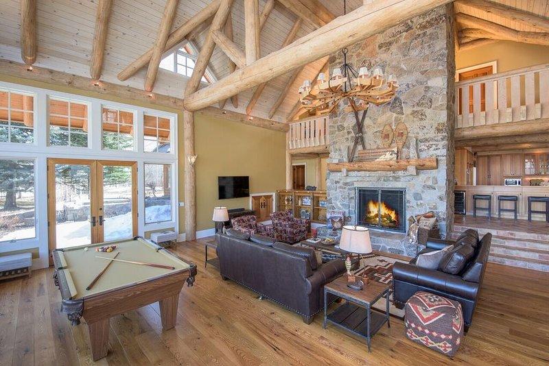 Casa Principal Gran Room.SmartTV, chimenea de madera, Sonos de audio, mesa de billar, juego de mesa / póquer