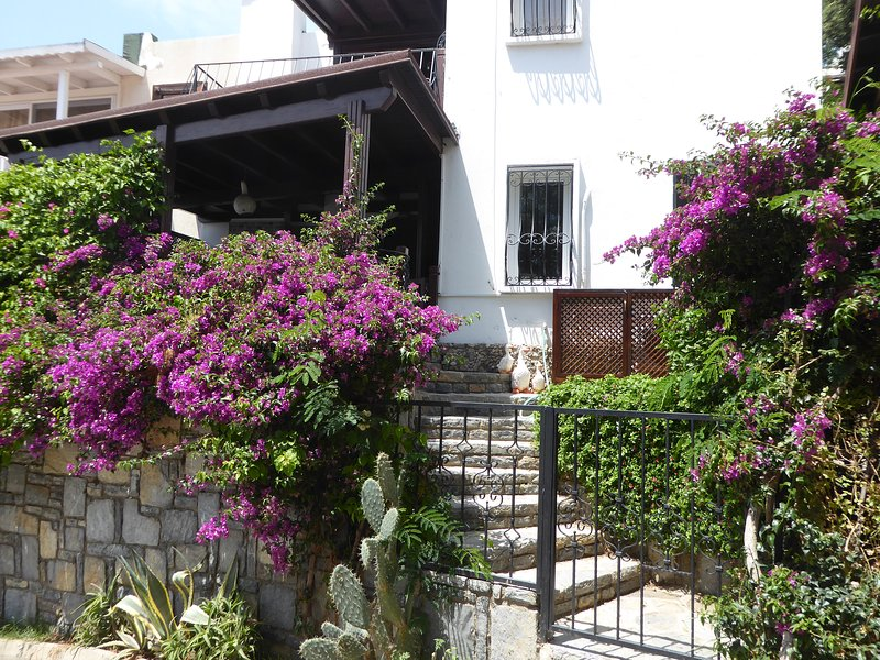 Best Holiday location in Bodrum-Gumusluk - Duplex villa with sea view, holiday rental in Bodrum District