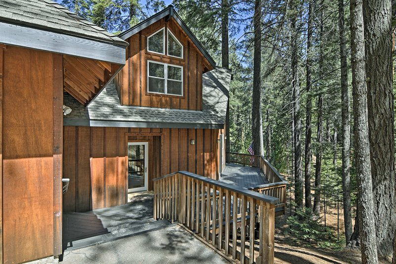 The 3-bed, 2.5-bath vacation rental home has 2,000 comfortable square feet.