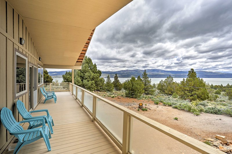 Eagle Lake Home w/ Lake Views & Trail Access!, holiday rental in Susanville