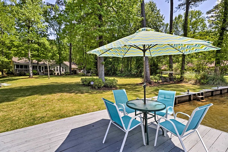 Spend your Lake Harding retreat at this waterfront Salem vacation rental home!