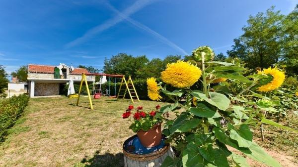 ROMANTIC STONE HOUSE ORHIDEJA, holiday rental in Privlaka