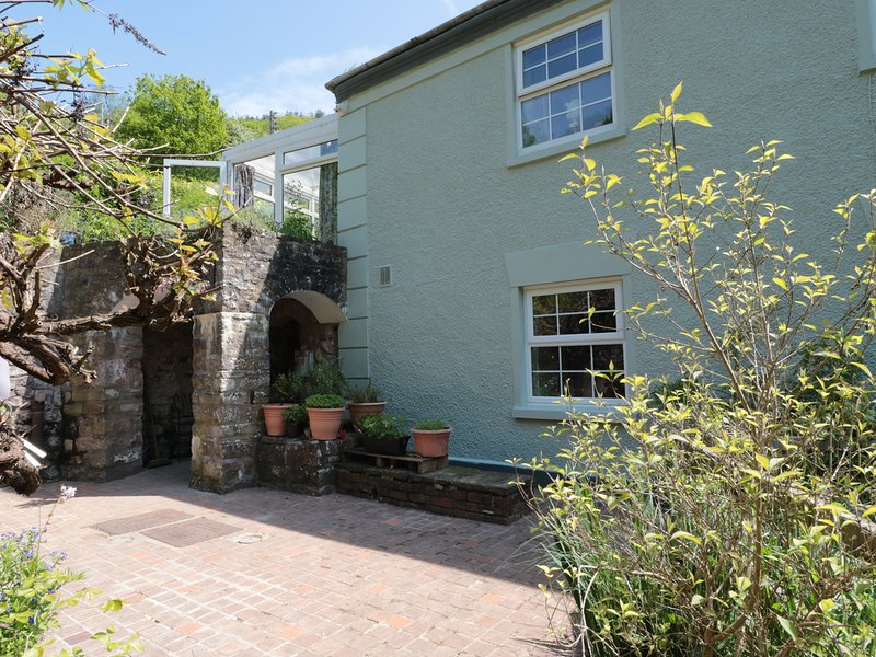 4 BRIDGE FLATS, Wye Valley AONB, waterfall in garden, open-plan living, holiday rental in Llandogo