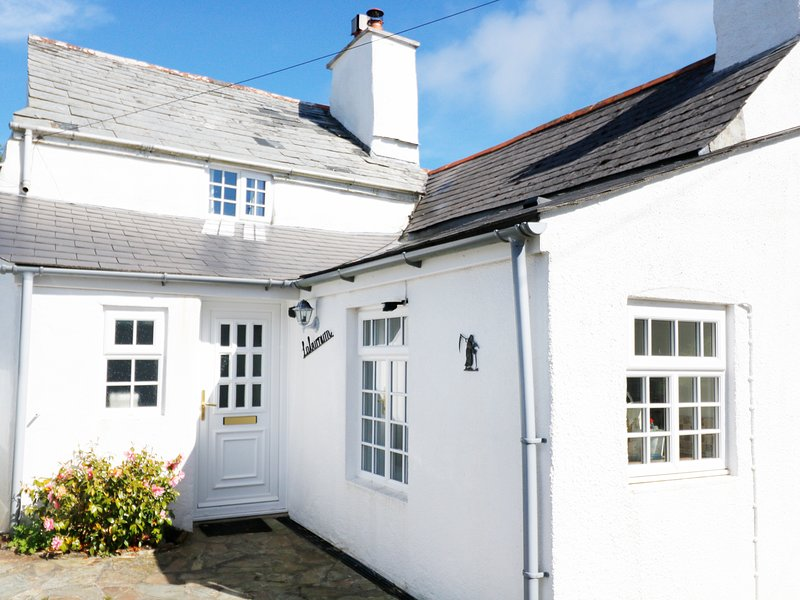LABURNUM COTTAGE, pet-friendly character cottage, WiFi, garden, Trewint near, holiday rental in Kennards House