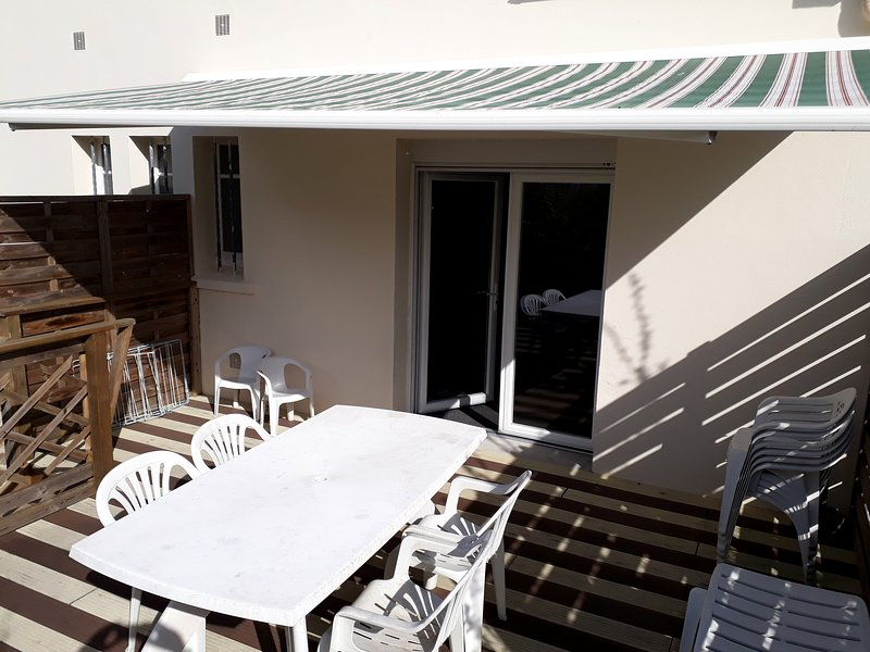 Big house near the beach & terrace, vacation rental in Morgat