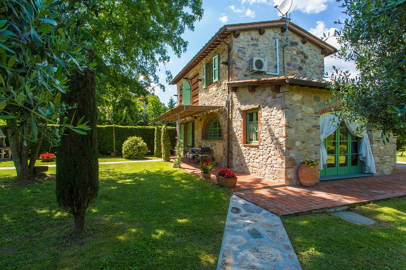 LA CASCINA - HOLIDAY RENTALS - VIEW OF THE HOUSE