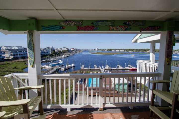 The main deck has fantastic views of the channel, sunrise and sunset, enjoy with your favorite beverage with friends and family.