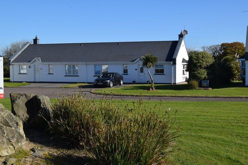 Saint Helens Village, Rosslare Harbour, Co.Wexford - 3 Bed - Sleeps 6 RL201 - Sa, vacation rental in Rosslare Harbour