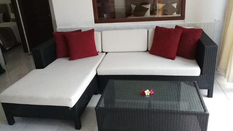 #1 Affordable 2 bedroom pool villa close to Lovina Beach, alquiler vacacional en Sambangan