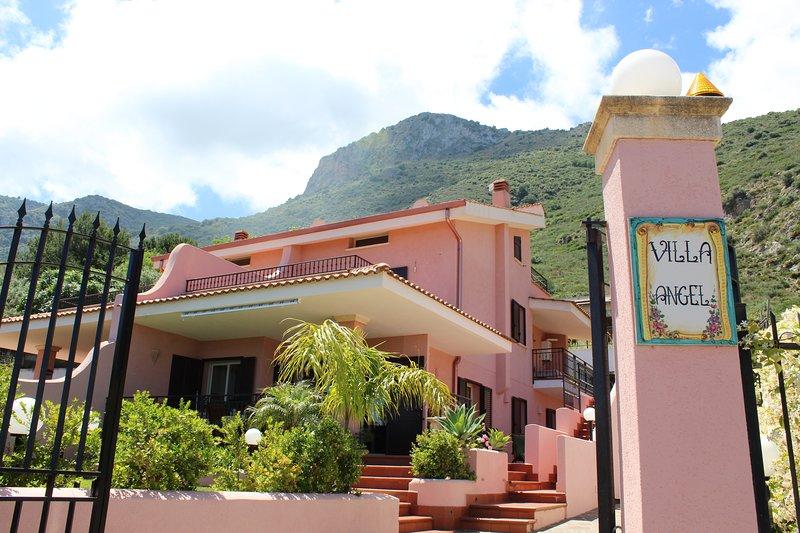 Villa Angel vista mare con jacuzzi, location de vacances à Trabia