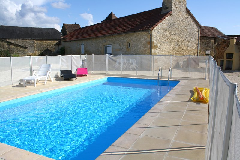 Beautiful villa with swimming-pool, holiday rental in Salignac-Eyvigues