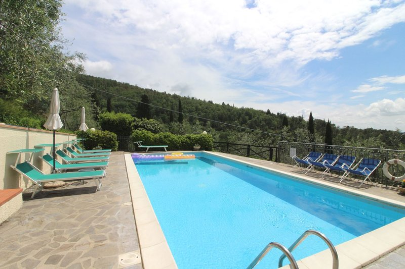 Casa Rossi Villa Sleeps 10 with Pool - 5490413, holiday rental in Bagnena