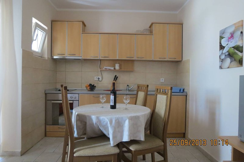 Apartments Marko -  1/4 +1  ( R ), holiday rental in Kaluderac