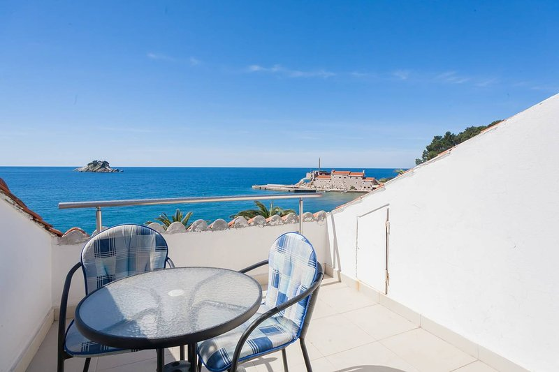 Apartments More - Apartment 1/3 nr7, alquiler de vacaciones en Rezevici