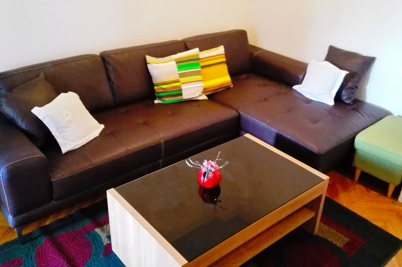 Apartment Luba, vacation rental in Petrovac