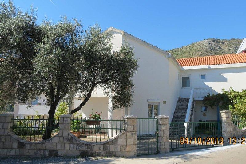 Apartments Lazarevic 1/4, casa vacanza a Buljarica