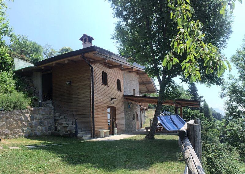 CHALET TRE SANTELLE BOSSICO, holiday rental in Bossico