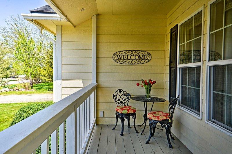 Den semesterboende hem ligger på ett stort parti med 2200 Sq. Ft. för 13 gäster.