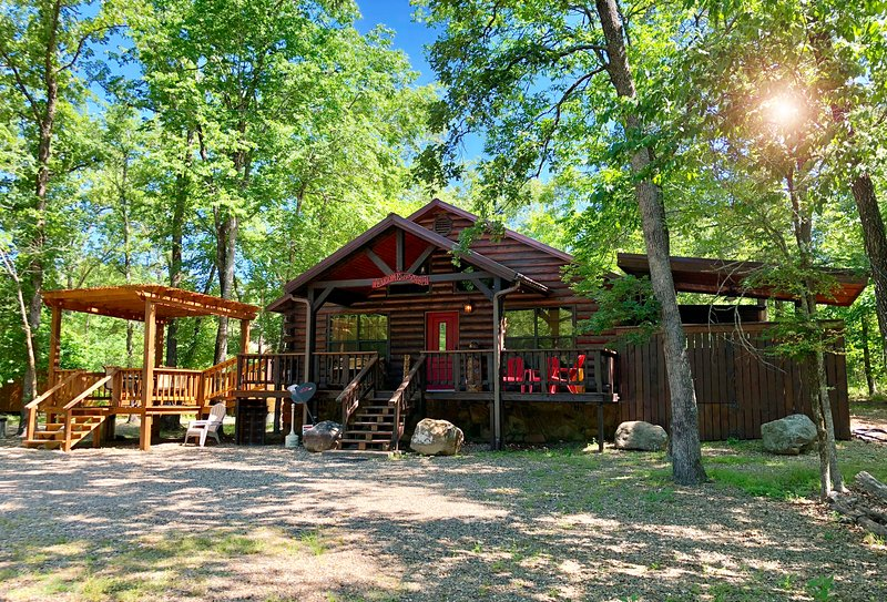 Secluded Chillin' Cabin in Beavers Bend, holiday rental in Broken Bow