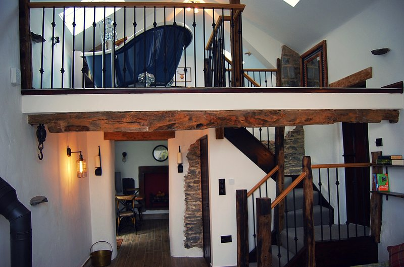 Rosie's Barn - a romantic retreat, pet friendly, near Ullswater, Penrith, holiday rental in Askham