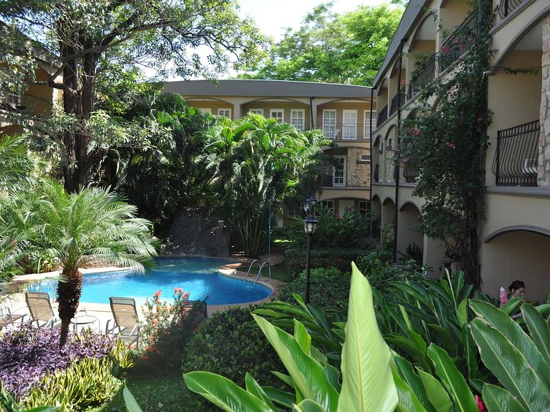 Villa Verde 1 - lush gardens