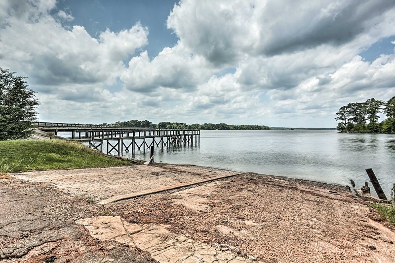 Fish and swim in the Toledo Bend Reservoir by this 2-bedroom, 1-bath home.