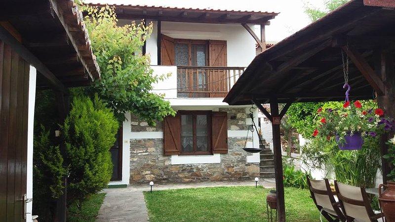 Petrino 1880 stone house, holiday rental in Sithonia