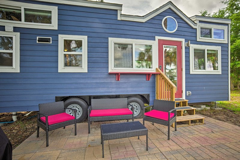 Waterfront Tiny House w/ Private Dock & Golf Cart!, vacation rental in Daufuskie Island