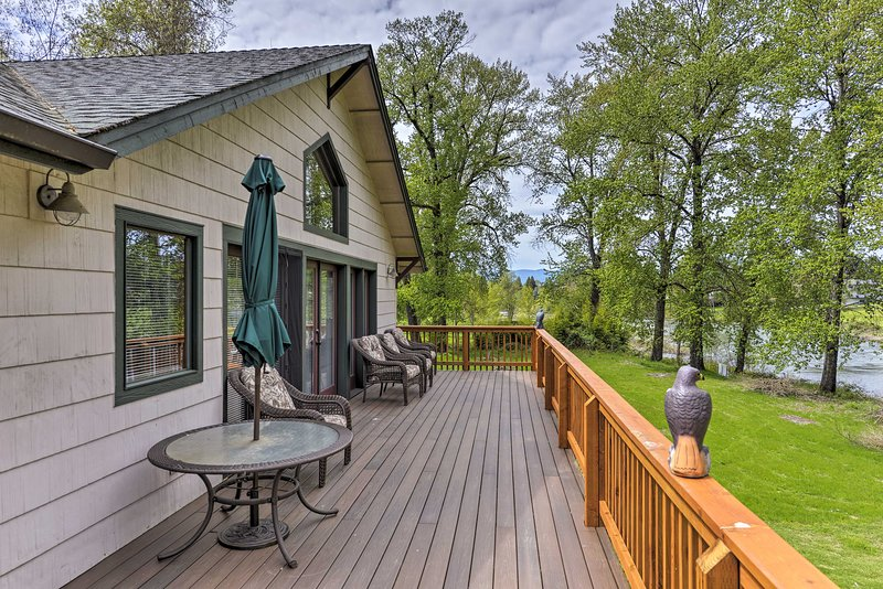 Plan your escape to this 3-bedroom, 2-bath vacation rental home in Grants Pass!