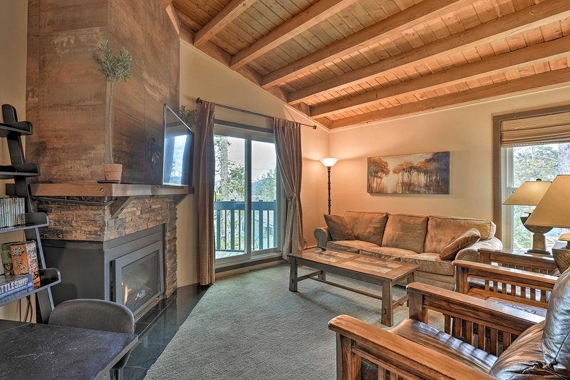 Silverthorne Condo w/Pool Access by 7 Ski Resorts!, location de vacances à Silverthorne