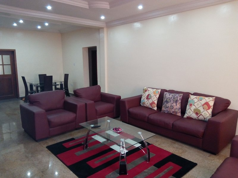 Executive 2 bedroom apartment for lease, Ferienwohnung in Ikoyi