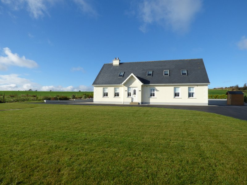VALLEY VIEW, countryside views, WiFi, Duncannon 1 mile, Ref 936572, holiday rental in Templetown