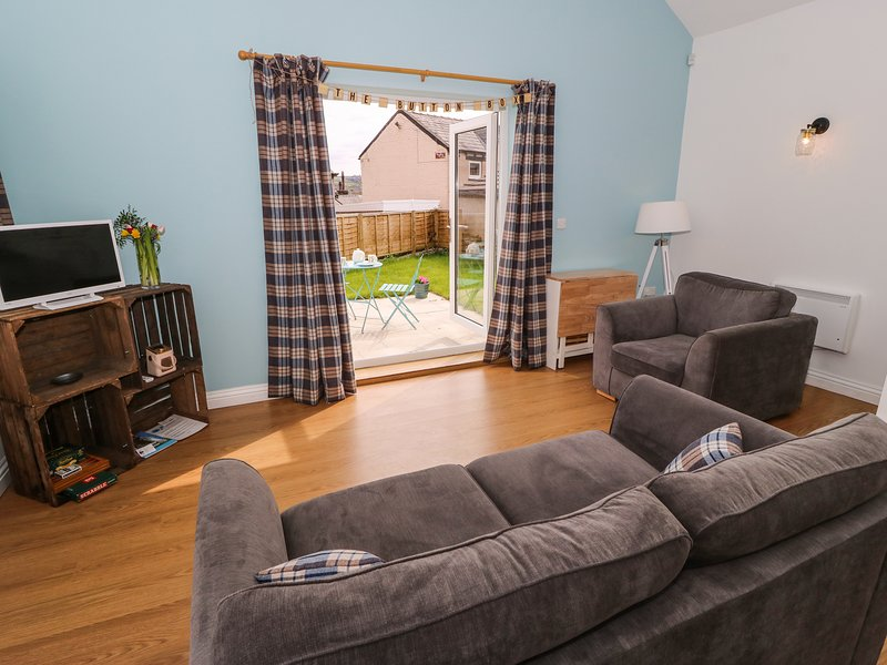 THE BUTTON BOX, open-plan living, en-suite, south-facing garden, Ref 960995, holiday rental in Ripponden