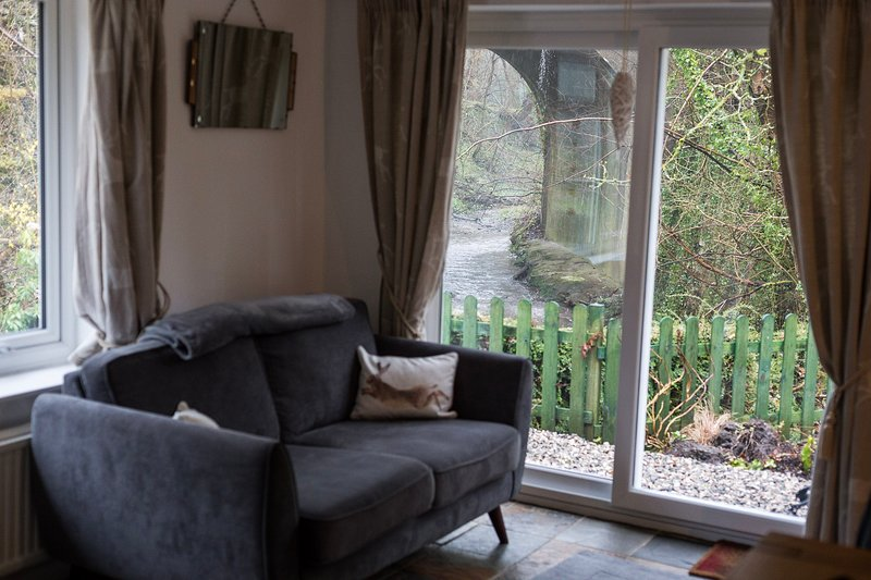 Babbling Brook Cottage - beautiful cottage close to city, sea and mountains, vacation rental in Bagillt