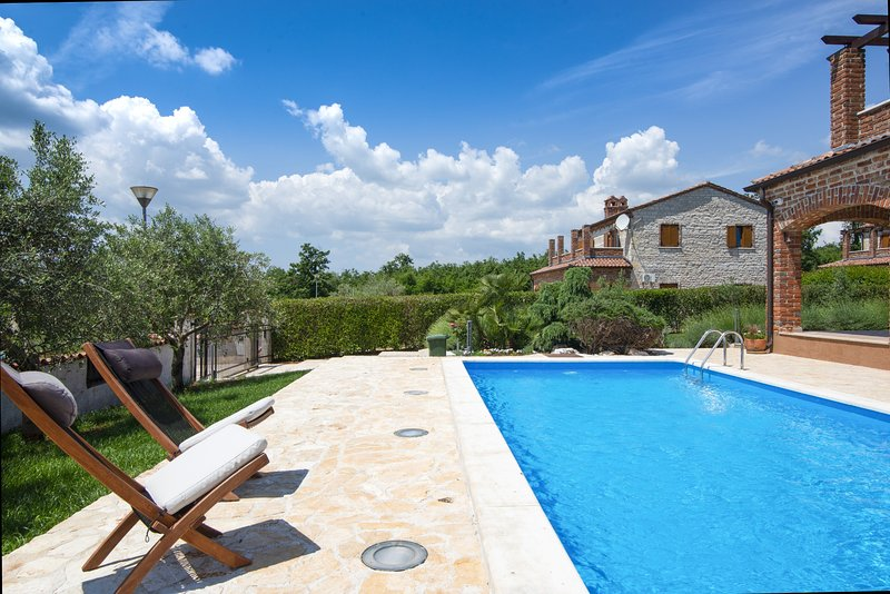 Rustic villa Raj in Istria, location de vacances à Jursici