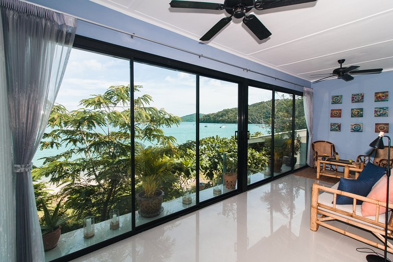 Open the sliding doors to go from bedside to beachside.