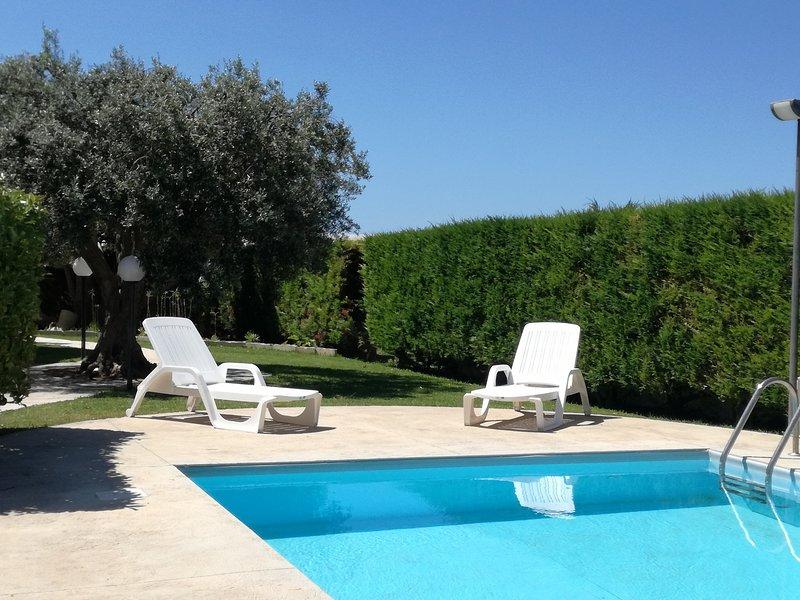 La Lantana appartamenti con piscina a pochi minuti dalla spiaggia, holiday rental in Camemi