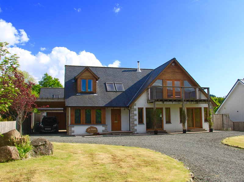 Spacious holiday home with moutain views near to Dalmally., vacation rental in Kilchrenan