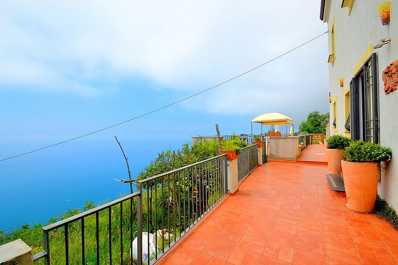 Furore Holiday Home Sleeps 12 with Air Con and WiFi - 5628983, vacation rental in Fiordo di Furore
