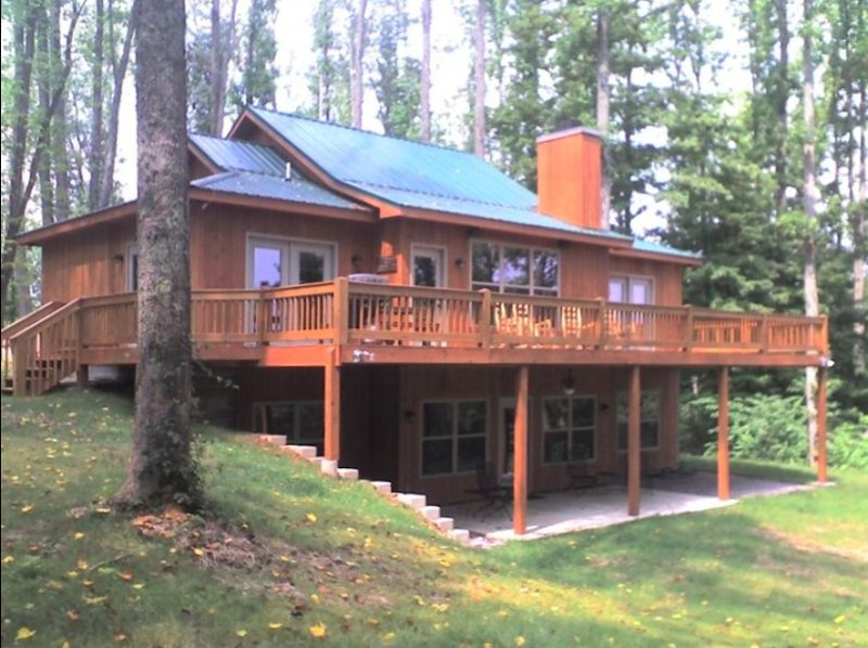 Huge private deck for grilling and relaxing with family and friends